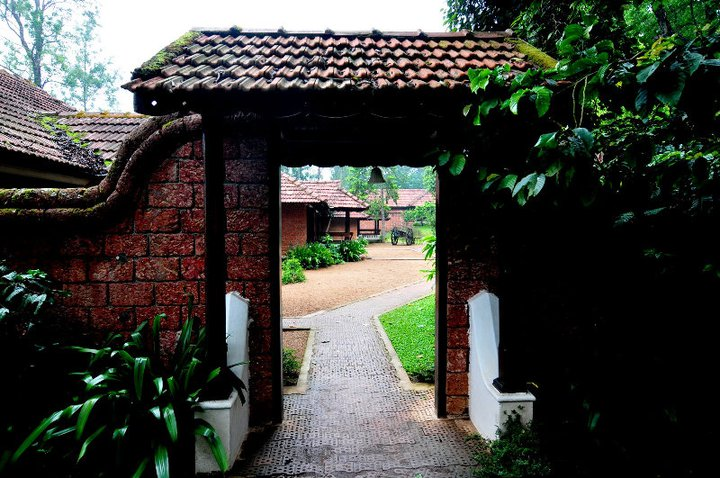Long distance decor kerala house desgin whats ur home for Indian home garden design