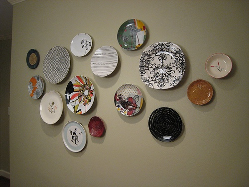 Step Up to the Plate   Decorating with Plates