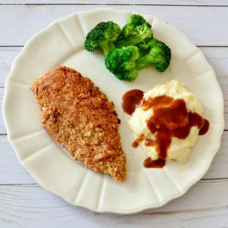 This almond crusted chicken recipe is a quick and easy dinner idea