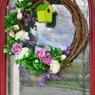 Simple-Spring-Wreath-using-materials-around-the-house
