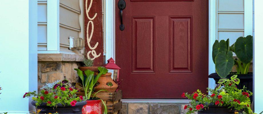 Easy DIY Front Door Sign Tutorial
